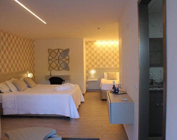 casa-algezar-bed-and-breakfast-guestroom-almendra-02