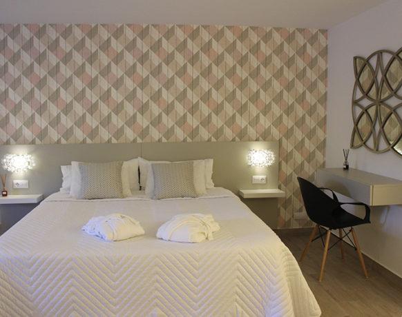 casa-algezar-bed-and-breakfast-guestroom-almendra-03