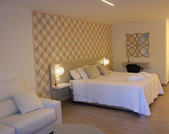 casa-algezar-bed-and-breakfast-guestroom-almendra-05