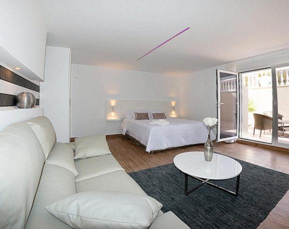 casa-algezar-bed-and-breakfast-guestroom-mango-01