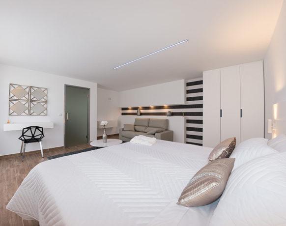 casa-algezar-bed-and-breakfast-guestroom-mango-03