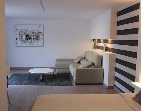 casa-algezar-bed-and-breakfast-guestroom-pina-02