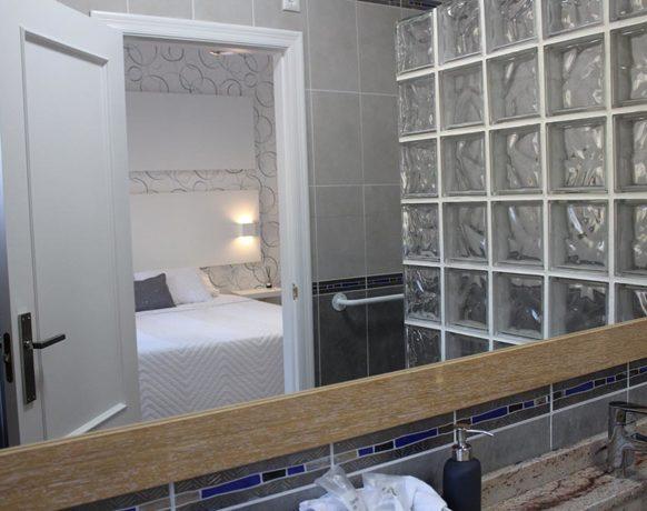 casa-algezar-bed-and-breakfast-la-canalosa-guestroom-higo-03