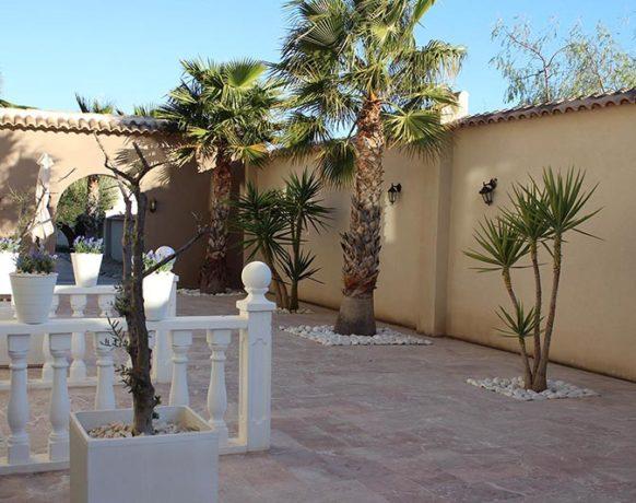 casa-algezar-bed-and-breakfast-la-canalosa-guestroom-naranja-01