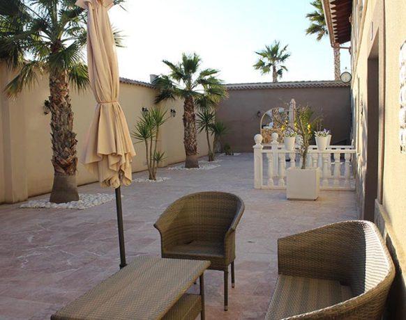 casa-algezar-bed-and-breakfast-la-canalosa-guestroom-naranja-02