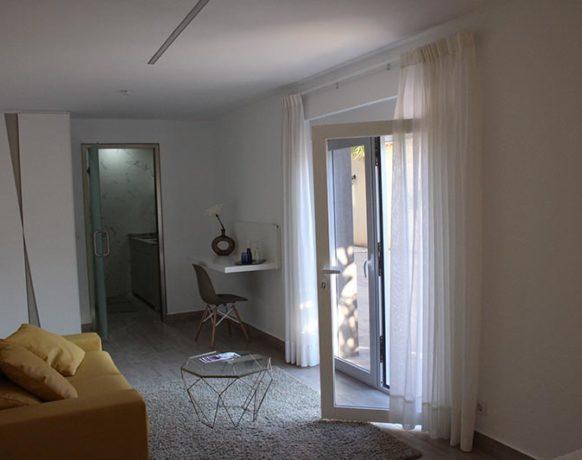 casa-algezar-bed-and-breakfast-la-canalosa-guestroom-naranja-04