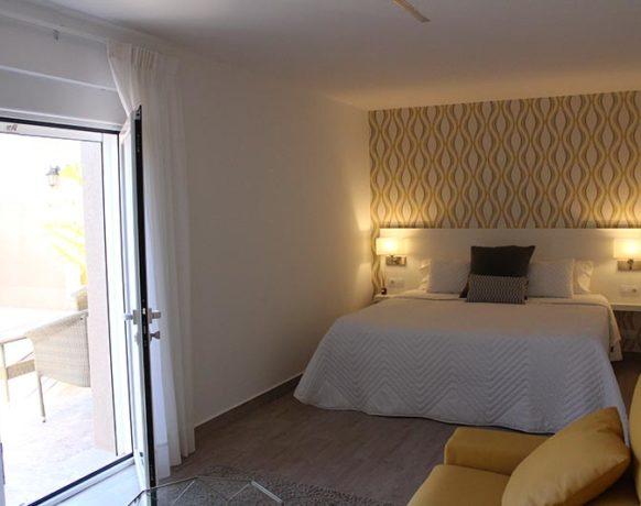 casa-algezar-bed-and-breakfast-la-canalosa-guestroom-naranja-05