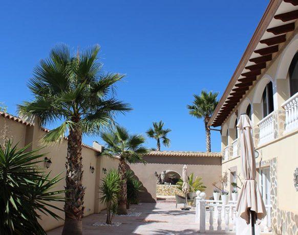 casa-algezar-bed-and-breakfast-la-canalosa-guestroom-naranja-13